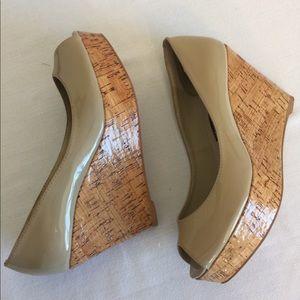Steve madden 10 shiny leather wedge heel size 6
